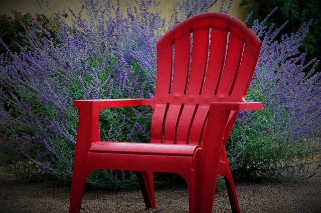 červená židle