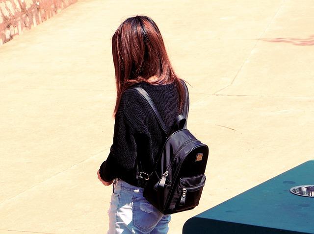 černý batůžek