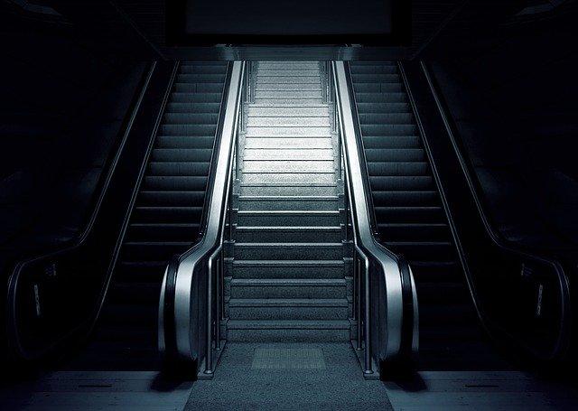 eskalátory v metru.jpg